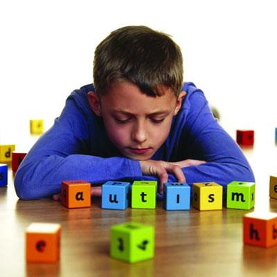 پرستار کودک در منزل | کودک مبتلا به اوتیسم «من» نمی گوید