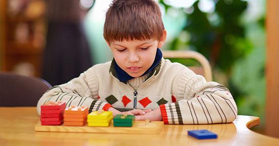 پرستار کودک در منزل | کودکان دچار اوتیسم چه خصوصیاتی دارند؟