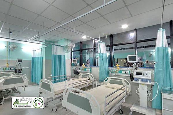 همراه مادری که بچه شیر می ده در بیمارستان