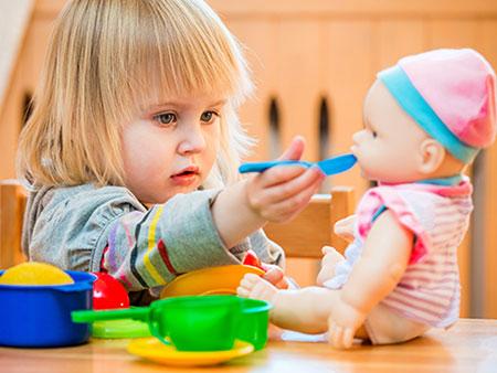 پرستار کودک دختر 9 ساله و پسر 6 ساله ، گیشا