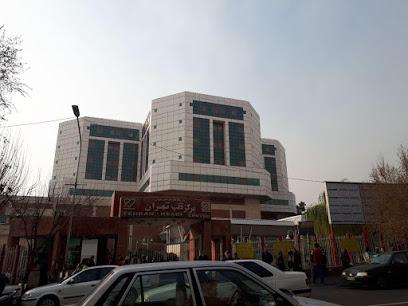 همراه بیمار خانم در مرکز قلب تهران