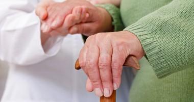 مراقبت از سالمند خانم تنها و پوشکی،پیروزی