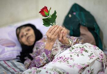 پرستاری از سالمند خانم سالم ، سه راه ملک