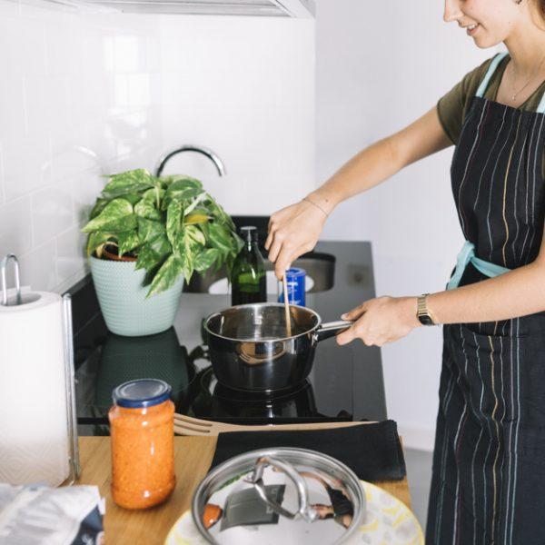 انجام امور منزل و آشپزی برای 2 نفر ، سعادت آباد