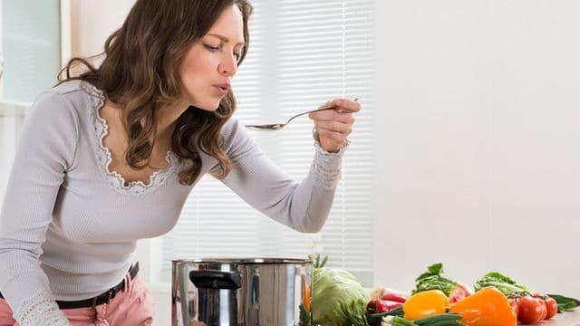 انجام امور منزل و آشپزی برای زوج سالمند