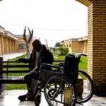 مراقبت از سالمند خانم تنها و معلول ، دریاچه خلیج فارس