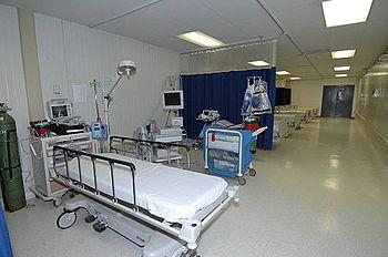 همراه بیمار خانم در بیمارستان نجمیه