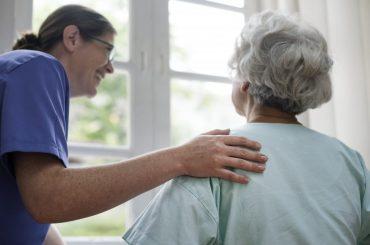 پرستار با بچه مراقبت از سالمند خانم ، نارمک