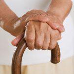 مراقبت از سالمند خانمی که با عصا راه می ره ، انتهای نواب