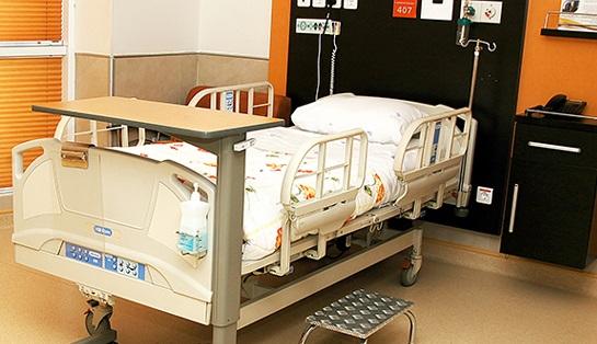 همراه بیمار در بیمارستان محب مهر