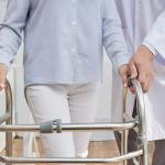 کمک در جا به جایی سالمند نیاوران