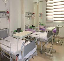 همراه بیمار خانم در بیمارستان بانک ملی